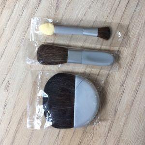 NEW Mary Kay 3 piece brush set